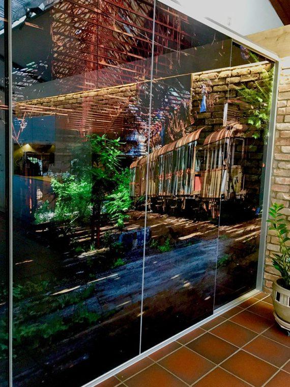 Einbauschrank mit glasschiebetüren, direkt auf Glas drucken.